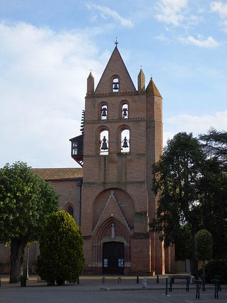 Clocher du XIV de l'église saint-Martin à Portet-sur-Garonne classée aux monuments historiques.