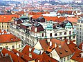 Prag - Blick vom Altstädter Rathausturm auf das Neue Rathaus - Pohled z věže Staré radnice v Nové radnici - panoramio.jpg