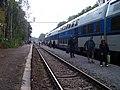 Praha-Klánovice, vlak u provizorního nástupiště (01).jpg