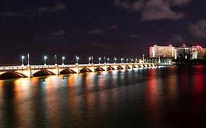 Dos Hermanos Bridge - The bridge at night in 2012