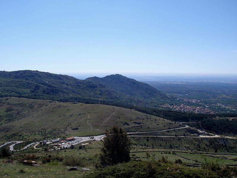 La sierra de Guadarrama. 800px-Puerto_de_la_Cruz_Verde._Panor%C3%A1mica.