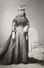 Queen Emma wearing choker of Niihau shells, photograph by Menzies Dickson, c. 1880.jpg