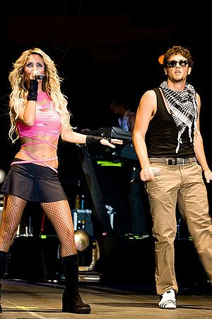 Empezar Desde Cero - RBD band members Anahí and Christopher performing.