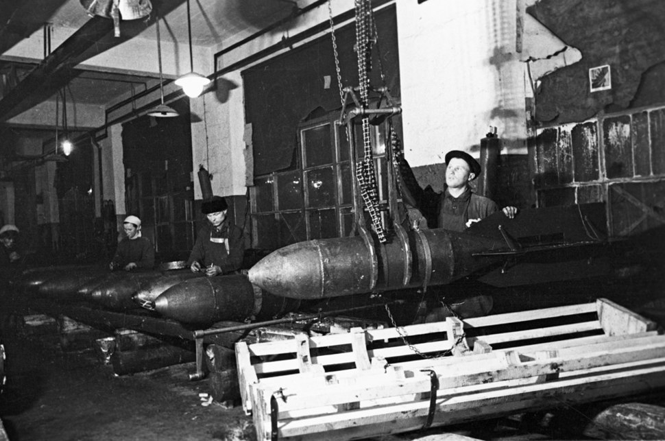 RIAN archive 611691 Manufacturing airbombs at Moscow plant