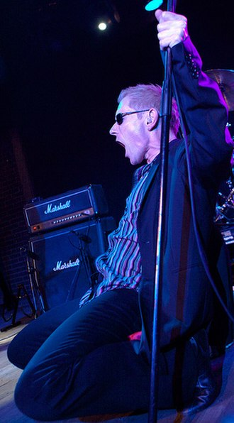 Dr. Feelgood (band) - Current vocalist Robert Kane performing in Barcelona, 18 March 2009