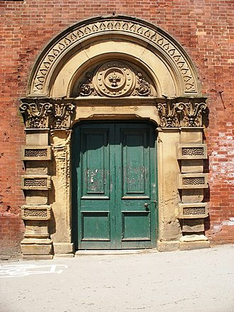 Wakefield Westgate railway station - Entrance to the 1867 station near the bridge on Westgate