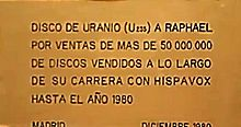 Raphael - Placa y leyenda al pié de su Disco de Uranio que todo lo aclara.JPG