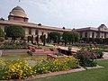 Rashtrapati Bhavan Mughal Garden New Delhi 05.jpg