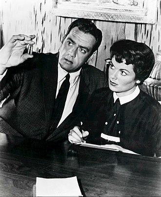 "Perry Mason (TV series) - Perry Mason (Raymond Burr) and Della Street (Barbara Hale) in ""The Case of the Corresponding Corpse"" (1958)"