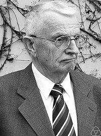 Reinhold Remmert.jpg