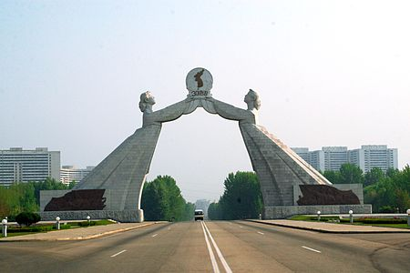 https://upload.wikimedia.org/wikipedia/commons/thumb/7/77/Reunification_Statue_edited.jpg/450px-Reunification_Statue_edited.jpg