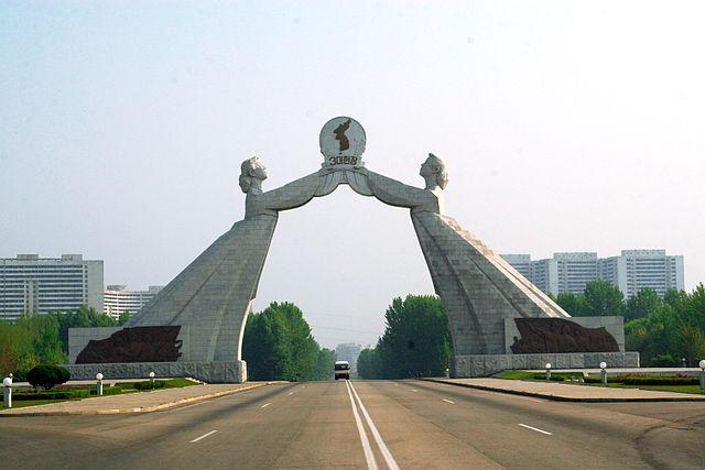 http://upload.wikimedia.org/wikipedia/commons/thumb/7/77/Reunification_Statue_edited.jpg/640px-Reunification_Statue_edited.jpg?uselang=ru