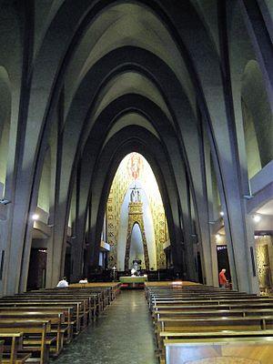 Nostra Signora del Santissimo Sacramento e Santi Martiri Canadesi - Image: Roma chiesa Nostra Signora e martiri canadesi interno 2