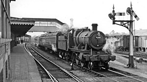 Ross-on-Wye railway station - Ross-on-Wye Station, with Hereford - Gloucester train in 1958