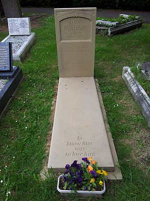 Roy Kinnear - Roy Kinnear's grave in East Sheen Cemetery, London