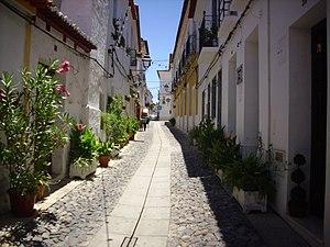 Moura, Portugal - Image: Rua ajardinada