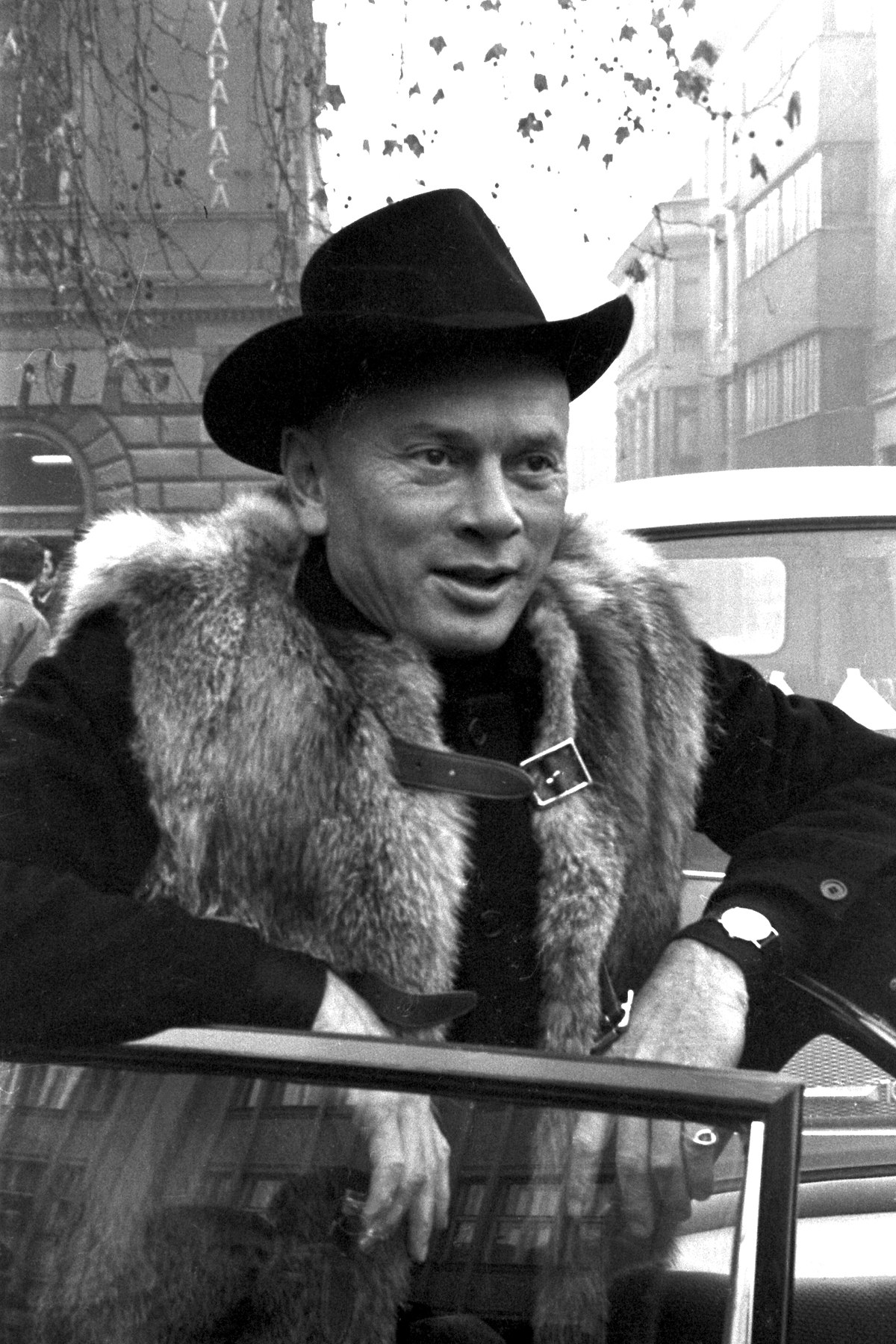 yul brynner charles xavieryul brynner westworld, yul brynner wiki, yul brynner with hair, yul brynner gunslinger, yul brynner kimdir, yul brynner beard, yul brynner father, yul brynner shall we dance, yul brynner house владивосток, yul brynner commercial, yul brynner parents, yul brynner charles xavier, yul brynner don't smoke, yul brynner movie the king, yul brynner style, yul brynner sister, yul brynner oscar 1957, yul brynner films, yul brynner ed harris, yul brynner a photographic journey book