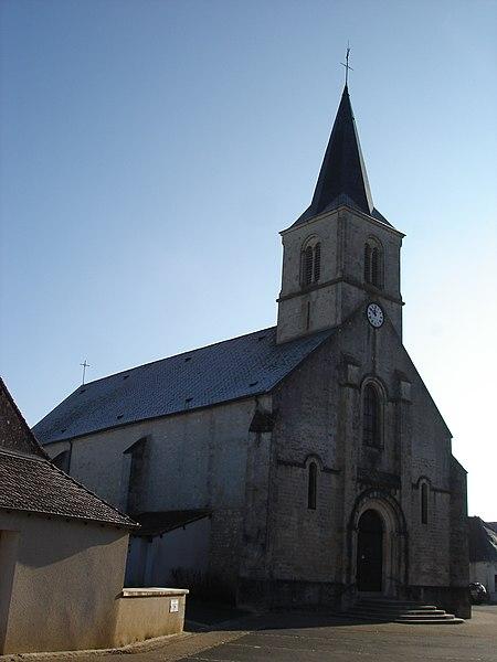 Saint-Août (36): L'église.
