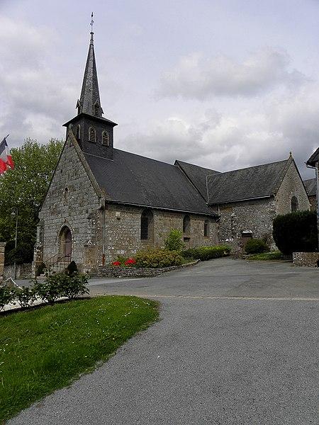 Église Saint-Aubin de Saint-Aubin-Fosse-Louvain (53). Façade occidentale et flanc sud.