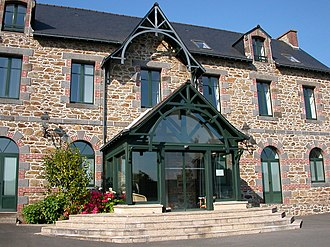 Saint-Coulomb - The town hall of Saint-Coulomb