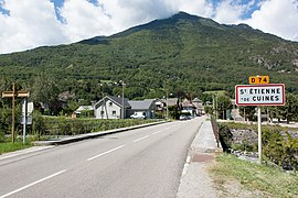 The road into Saint-Etienne-de-Cuines