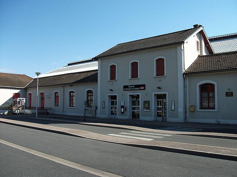 Bâtiment voyageurs de la gare de Saint-Germain-des-Fossés