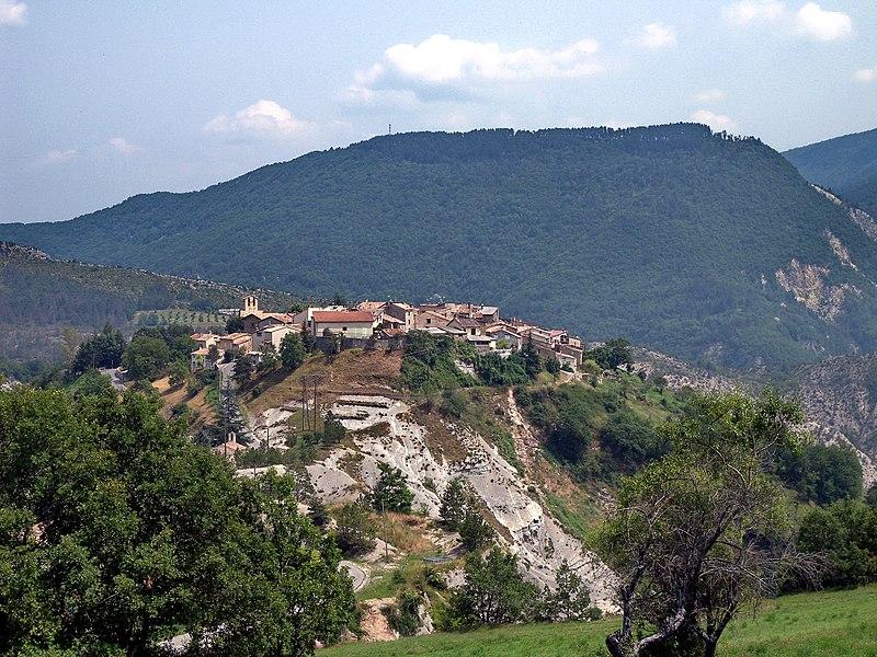 Village perché de Saint-Benoît (Alpes-de-haute-Provence)