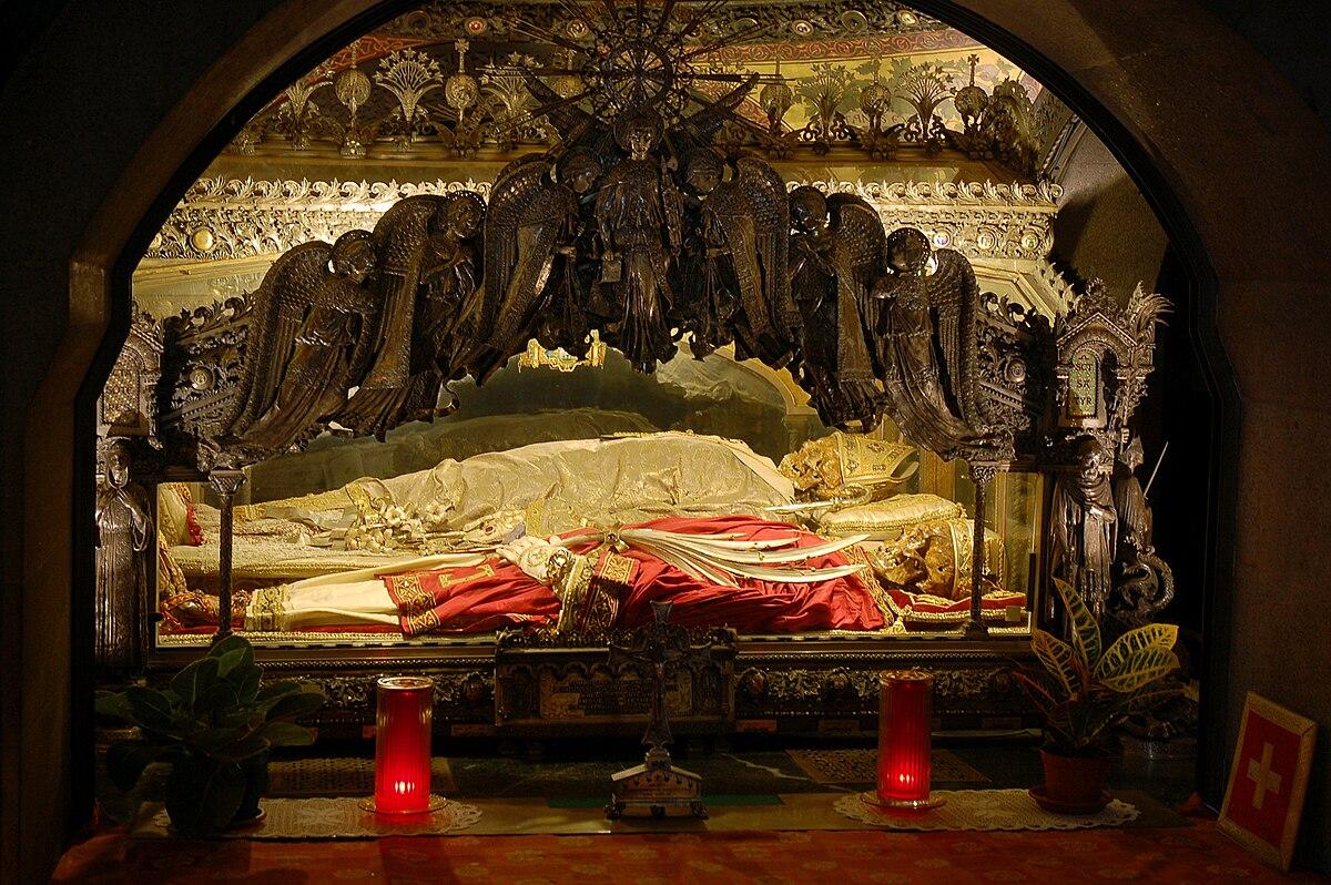 File:Sant'Ambrogio Cript in Basilica of Sant'Ambrogio, Milan.jpg -  Wikimedia Commons