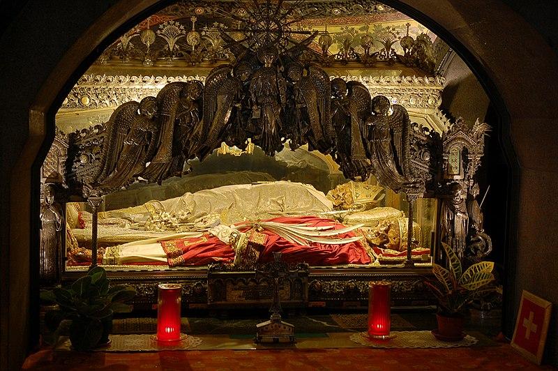 Ficheiro:Sant'Ambrogio Cript in Basilica of Sant'Ambrogio, Milan.jpg