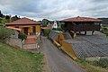 Santiago del Monte, calle y horreo.jpg