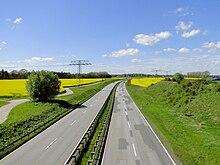 Schwerin bypass B106 Rapsfeld 2010-05-16 007.jpg