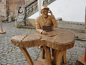Français : Sculpture en bois de Chico Xavier, ...