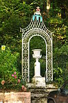 Sculpture in Portmeirion (7712).jpg