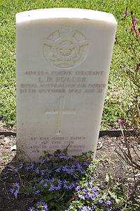 Sergeant L D Fuller gravestone in the Wagga Wagga War Cemetery.jpg
