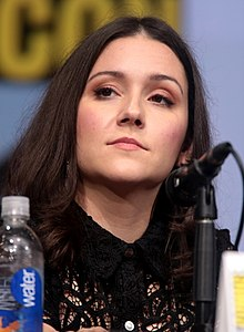 Portrait image of Shannon Woodward at San Diego Comic-Con 2017