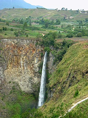 Sipisopiso waterfall North Sumatra Indonesia.jpg