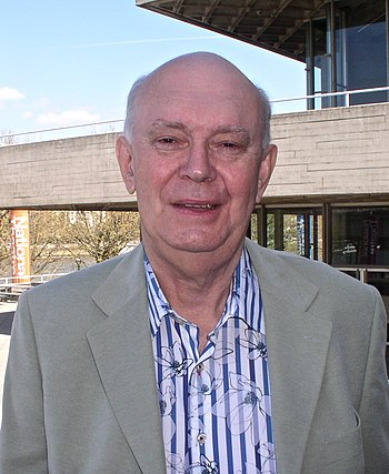 English: Sir Alan Ayckbourn was lunching with ...