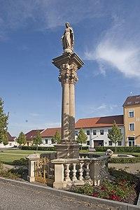 Sloup se sochou Panny Marie (Mlázovice),.JPG