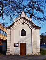Smíchov, kaple Nanebevzetí P. Marie z čela.jpg