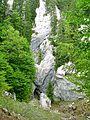 Snezne jamy (Vukusica Sneznica, hloubka okolo 80 m) na hrebe.jpg