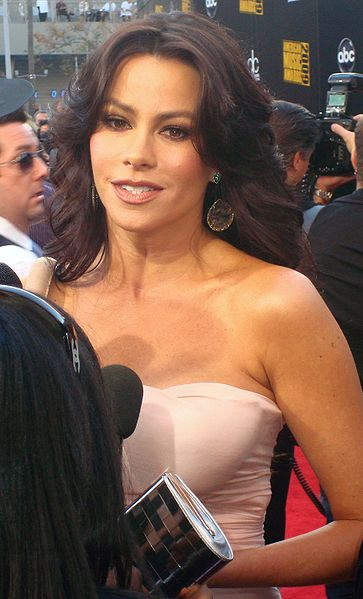 File:Sofía Vergara 2009 American Music Awards Red Carpet.jpg