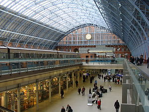 English: St Pancras International Polski: St P...