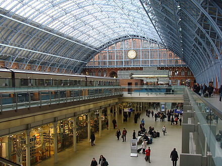Interior of station, with Eurostar train awaiting departure at left StPancrasInternational-PS02.JPG