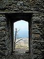 St Hilarion Fenstersturz Fensterbloch.jpg