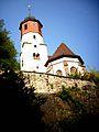 Sulz am Eck (Baden-Württemberg)-Kirchturm (mit Biforium im Mittelgeschoß) und Chor über Kirchhofmauer von Osten zum Tal-030509.jpg