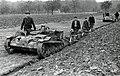 Tankette aan het ploegen (2948562203).jpg