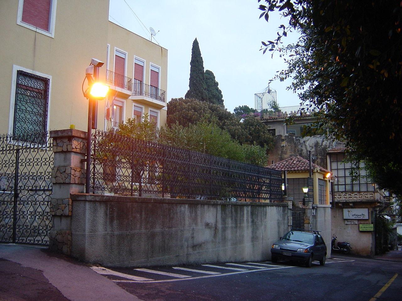 File taormina sito della fu casa di wilhelm von gloeden for Sito web di progettazione della casa