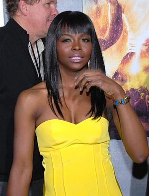 Telisha Shaw - Shaw (foreground) at the premiere of Step Up 2 The Streets