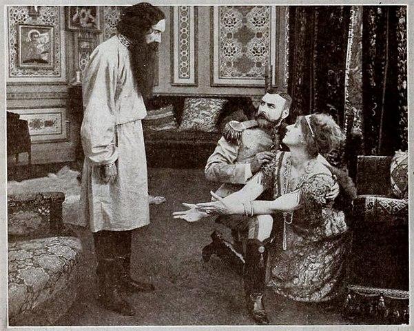 Кадр из кинофильма «Падение Романовых» 1917 года