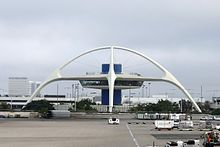 Theme building LAX AIRPORT (10629344455).jpg